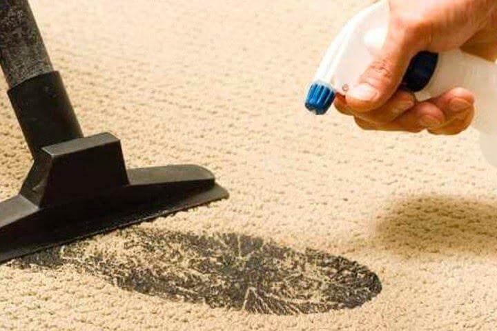 Чистка плями на килимі содовим розчином