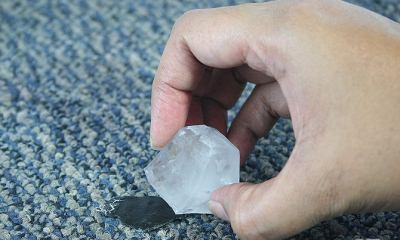 Чистка килима від пластиліну холодом