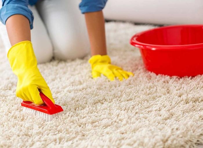 Декілька методик очистки килима без пилососа
